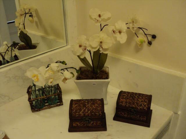 Que tal decorar o banheiro?  Dicas da Donna  Dicas da Donna -> Decorar Banheiro Flores